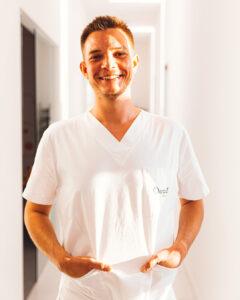 Dentalni Asistent Frank Incze - Dentelli O Nama
