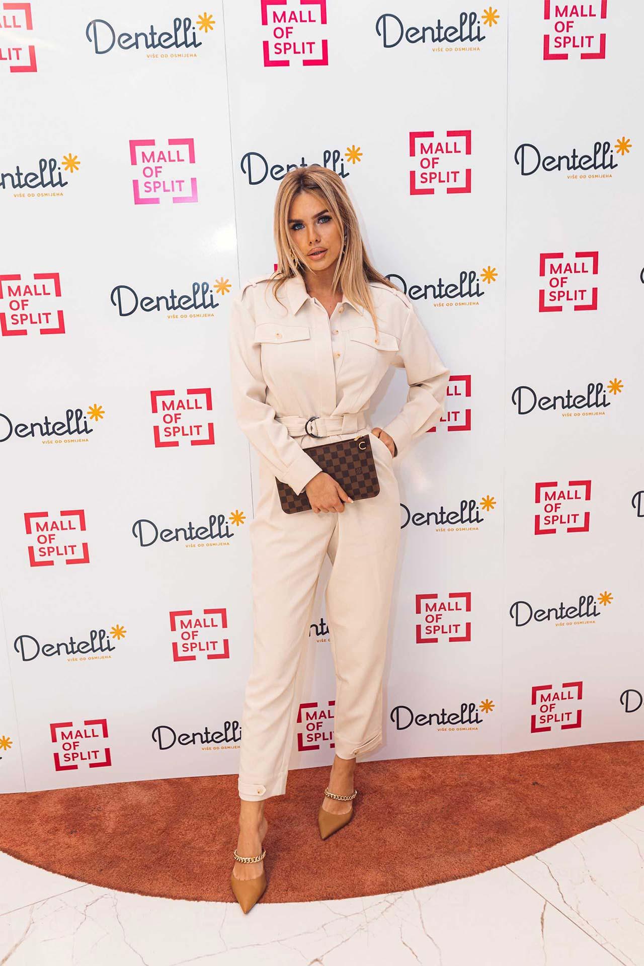 Dentelli Fashion Show - Wall of Fame (5)